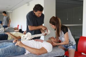 Técnicas manipulativas de columna, pelvis y extremidades.