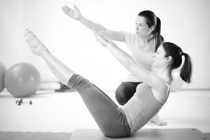 Curso de Pilates suelo, accesorios y su aplicación terapéutica en fisioterapia.