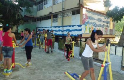 Tratamiento a la obesidad mediante bailo terapia y ejercicios tibetanos